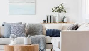 wohnzimmer wohnidee skandinavische dekoration mit tischen