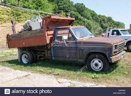 An Old Dump Truck Stock Photos & An Old Dump Truck Stock Images - Alamy