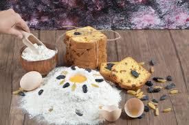 kuchen mit zutaten wie eigelb und mehl backen kostenlose foto