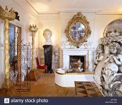 dramatische eklektische wohnzimmer vergoldete spiegel kamin