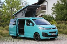 camion équipé cuisine cster le compact à toit levable de pössl cing car