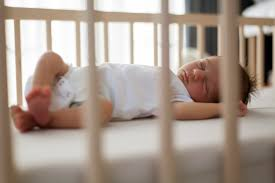 a quel age bébé dort dans sa chambre les bébés dormant dans leur chambre auraient un sommeil plus
