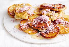kokos pancakes mit ahornsirup