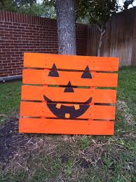 Paint A Small Pallet Like Pumpkin And Lean Up Against Tree Happy Halloween