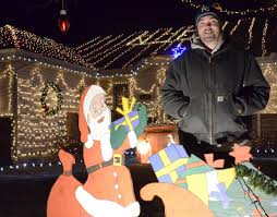 Griswold Christmas Tree Scene by Local Man Goes Clark Griswold With Holiday Display Local