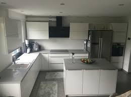 küche beton optik weiß hochglanz arbeitsplatte beton
