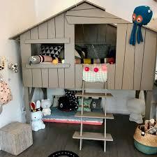 cabane dans la chambre lit cabane chambre d enfant forest decoration