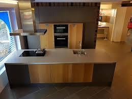 leicht musterküche exklusiv küchen insel lava grau matt