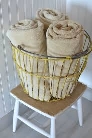 Primitive Bathroom Decorating Ideas by Best 20 Primitive Bathroom Decor Ideas On Pinterest Primitive