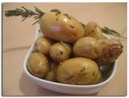 cuisiner des pommes de terre nouvelles pommes de terre nouvelles au romarin cuisson au four cookismo