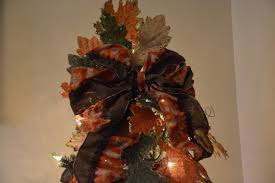 Types Of Christmas Tree Leaves by Thanksgiving Decorated Christmas Tree Shelley B Home And Holiday