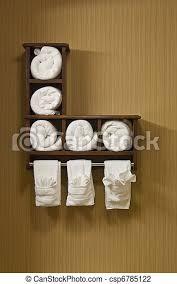 weißes badezimmer handtücher badezimmer gerollt regal