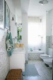 helles badezimmer mit mosaikfliesen bild kaufen 12675062