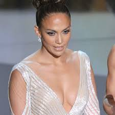 Did Jennifer Lopez Suffer a Wardrobe Malfunction During the Oscars