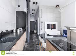 küche offen zum wohnzimmer stockbild bild bassin 82014435