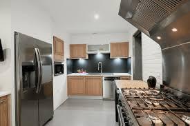renovation cuisine bois cuisine contemporaine en bois massif moliets rénovation cuisine