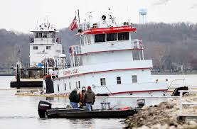 Tug Boat Sinks by Towboat Carrying 89 000 Gallons Of Fuel Sinks On Mississippi River