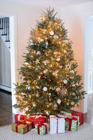 How To Hang Christmas Tree String Lights