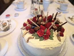 mikado erdbeer torte mit weißer schokolade
