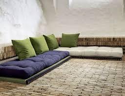 palettenbett matratzen und palettensofa auflagen kissen
