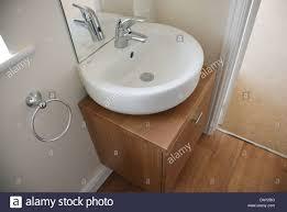 spültisch im en suite badezimmer im brandneuen freistehendes