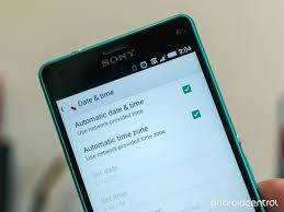 Will my phone adjust to Daylight Saving Time automatically