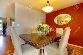 kleine elegante essecke zimmer mit einem schönen esstisch gesetzt große kontrastfarben lösung für wände