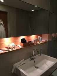 beleuchtete nische über waschbecken badezimmer nischen