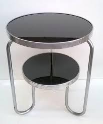 entworfen wurde dieser zweistufige runde tisch marcel