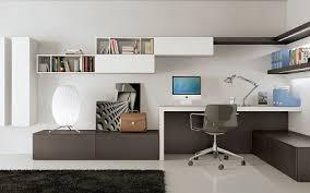 das gemütliche wohnzimmer mit einem arbeitsplatz 4 und
