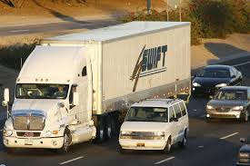 100 Central Refrigerated Trucking Reviews Swift Transportation Cuts Outlook WSJ