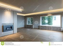 großes wohnzimmer in der modernen wohnung stockbild bild