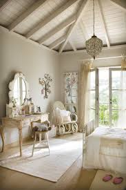 Cottage Bedroom Ideas by 25 Best Vintage White Bedroom Ideas On Pinterest Vintage Style