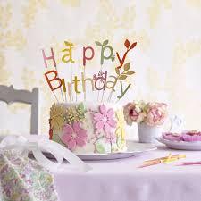 gâteau d anniversaire décoré de fleurs en pâte d amande