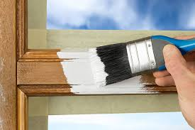 holzfenster streichen mit einer lasur oder einem lack