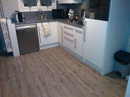 dalle pvc pour cuisine sol pvc cuisine dcoration moquette pvc cuisine meuble