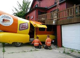These Wienermobile Crash Photos Make You Realize Your Day Isn't ...