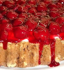 kirsch torte mit mascarpone creme chili und ciabatta