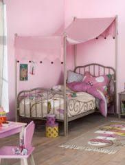 lit chambre fille lit fille avec ciel de lit pour décorer lit original et tendance