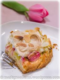 rhabarberkuchen mit marzipan amaretto mandeln und baiser
