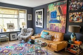 künstlerisches wohnzimmer mit bilderwand bild kaufen