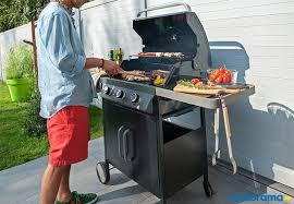 barbecue a la plancha barbecue ou plancha que choisir pour sa cuisine d extérieur