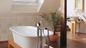 mehr platz im bad mit roto dachfenstern