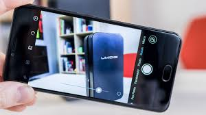The selfie camera is one of the best you ll find and as well as the very high resolution it has 1 4 micron pixels and a soft LED flash that can be turned