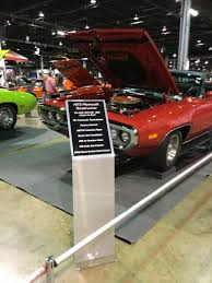 1972 Road Runner Car Show Display Stand