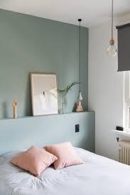 schlafzimmer moderne farbgestaltung wand salbeigrün