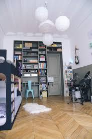 m bureau enfant décoration chambre d enfant à partager fille et garçon mélanger