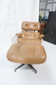 ROSEWOOD BROWN LEATHER CHARLES EAMES LOUNGE CHAIR Brown Leather Eames 670 Rosewood Lounge Chair 2 Home Brazilian Sold 1970s Herman Miller Ottoman Details About Rare 1960s Lcm Mid Century Modern Classic Emes Style And 100 Top Genuine Black 60s Italian White In Early Special Order Green