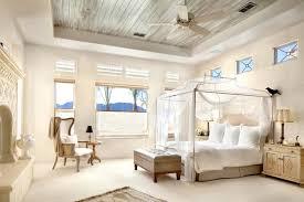 chambre baldaquin toile moustiquaire en tant qu accessoire déco pratique et