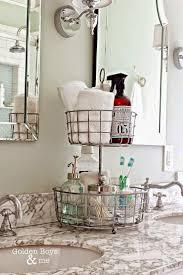 Bathroom Vanity Decorating Ideas Pinterest by Best 25 Apartment Bathroom Decorating Ideas On Pinterest Simple